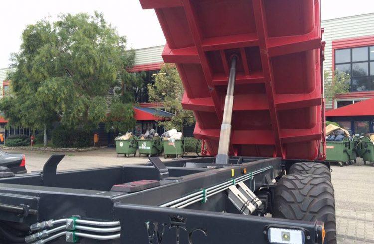 Eladó traktorok, utánfutók